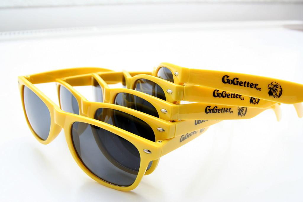 Výroba reklamních brýlí a termohrnků s potiskem