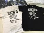 Potisk černých a bílých triček k vydání CD